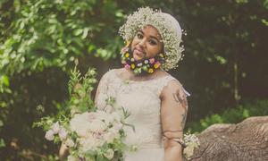Cô gái nhiều râu duyên dáng làm mẫu váy cưới