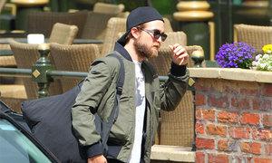 Robert Pattinson xuất hiện với ngoại hình già nua