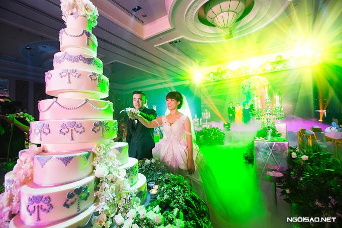 Tiệc cưới Sài Gòn ngập tràn hoa tươi lộng lẫy