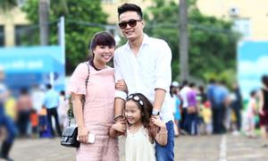 Hồng Đăng đưa vợ con đi dự event