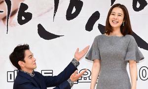 Trai đẹp quỳ gối trước mỹ nhân 'Giày thủy tinh' Kim Hyun Joo