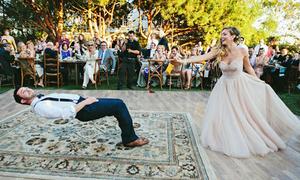 Đám cưới độc đáo của cặp đôi 'cô dâu bỏ bùa chú rể'