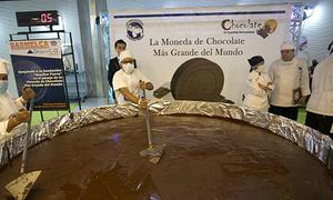 Đồng xu chocolate nặng 1 tấn ở Venezuela