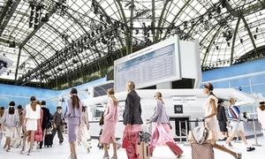 Chanel gây bất ngờ khi biến sàn diễn thành sân bay
