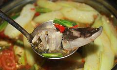 Sài Gòn mát trời rủ nhau đi ăn lẩu cá đuối