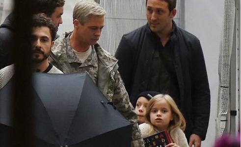 Cặp song sinh tới phim trường thăm Brad Pitt