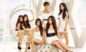 Gia đình Kim Kardashian chi 200 tỷ để dao kéo