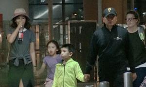 Nhà 'A Châu' Lưu Đào mỏi mệt sau chuyến bay dài