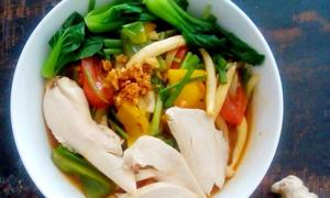 Mỳ udon xào gà hấp dẫn cuối tuần