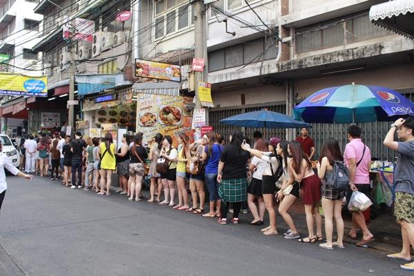 dia-chi-cuoi-tuan-quan-an-o-bangkok-duoc-khach-viet-tin-tuong-4