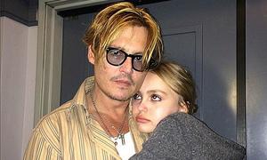 Johnny Depp ủng hộ con gái công khai là người đồng tính