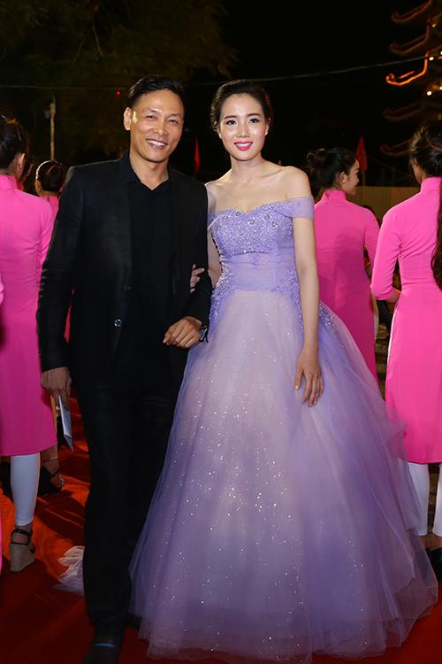 dan-sao-long-lay-tren-tham-do-lien-hoan-phim-4