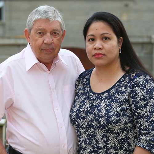 Romeo Ron Sheppard bên người vợ thú 8 Weng