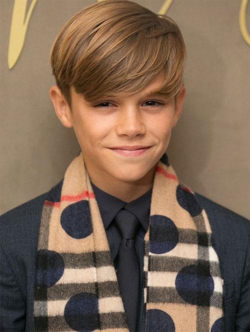 Cậu nhóc Romeo gây ấn tượng khi làm người mẫu cho nhãn hiệu thời trang Burberry.