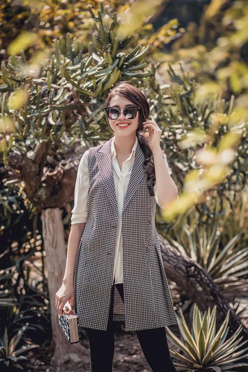 Ngoài ra những chiếc đầm đơn sắc sẽ giúp các cô gái dễ kết hợp với áo khoác và loại các phụ kiện để tạo ra một vẻ ngoài ngọt ngào và sành điệu.