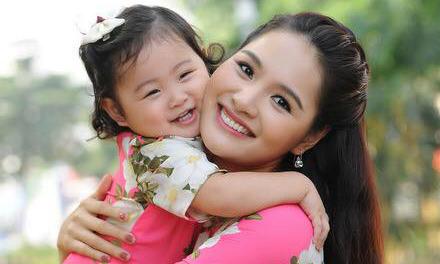 Hoa hậu Hương Giang dạy con tuổi khủng hoảng lên 3