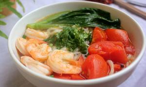 Bữa sáng ngon miệng với mỳ udon nấu tôm