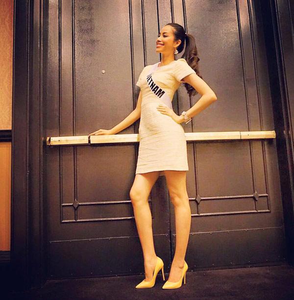 pham-huong-chon-vay-ao-linh-hoat-o-miss-universe-4