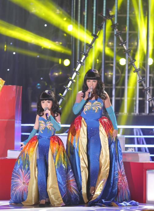 Nhận xét về tiết mục này, giám khảo Hoài Linh, Hồng Vân khen Trang Thư tự tin, hát tốt vì không gặp áp lực.