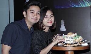 Vợ chồng Vân Trang tình tứ dự tiệc
