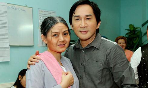 Vợ chồng Kim Tử Long tình tứ trong liveshow Minh Béo