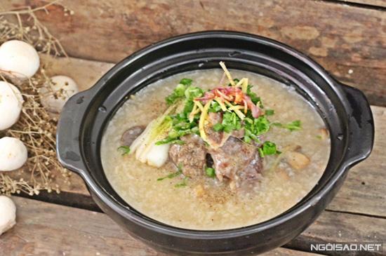 Cháo xương bò nấu bằng nồi cơm điện lại vừa nhanh vừa ngon cho cả nhà cùng thưởng thức.