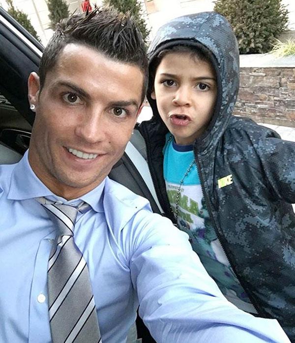 Cho tới nay, C. Ronaldo vẫn không tiết lộ bất kỳ điều gì về mẹ của con trai