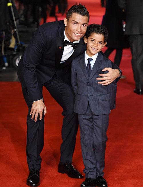C. Ronaldo bị đồn sang Mỹ để kiếm em cho cậu nhóc Cristianinho.