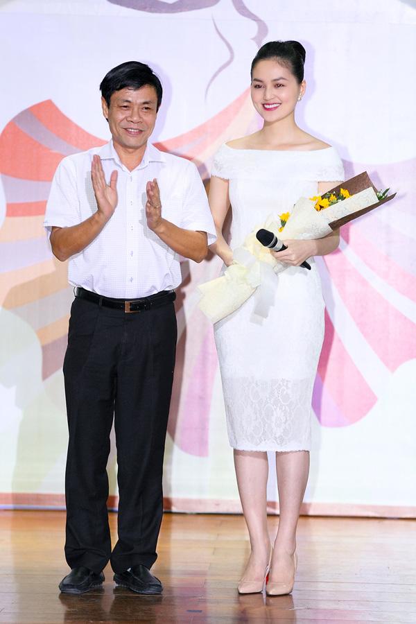 miss-ngoi-sao-hye-tran-xinh-tuoi-lam-mc-2