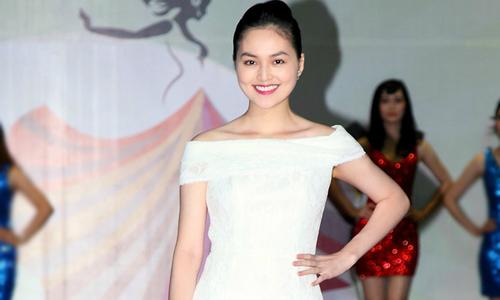 Miss Ngôi Sao Hye Trần xinh tươi làm MC