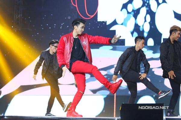 Team Soobin Hoàng Sơn thể hiện ca khúc hit 'Daydream'.