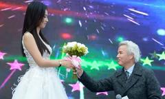 Chồng đại gia quỳ gối tặng hoa cho 'vi phi' Trương Đình