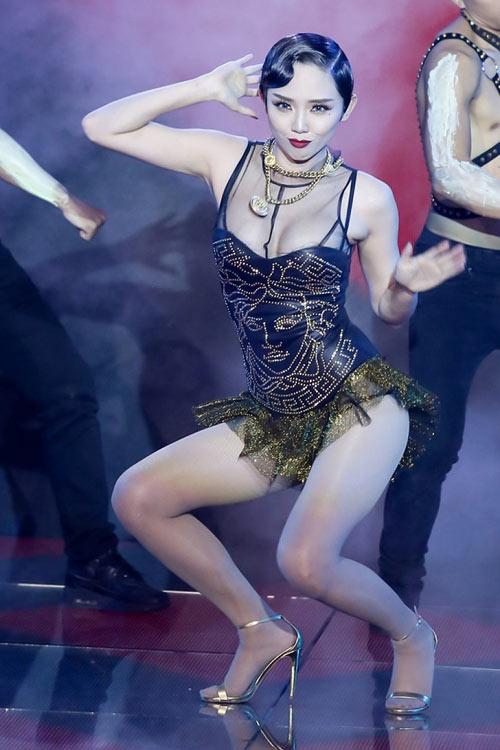 8-bo-canh-sexy-cua-sao-viet-gay-on-ao-nhat-2015-5