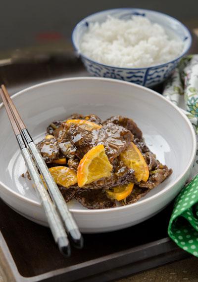 Nước sốt cam sền sệt, chua ngọt, thịt bò đậm đà, ăn liền lúc hết veo mấy bát cơm.