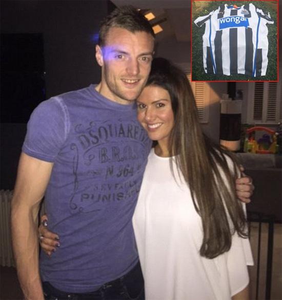 Hôn thê của chân sút đang dẫn đầu Premier League, Jamie Vardy, gây chú ý khi đăng ảnh một fan mắc áo đấu của Newcastle trên tường nhà