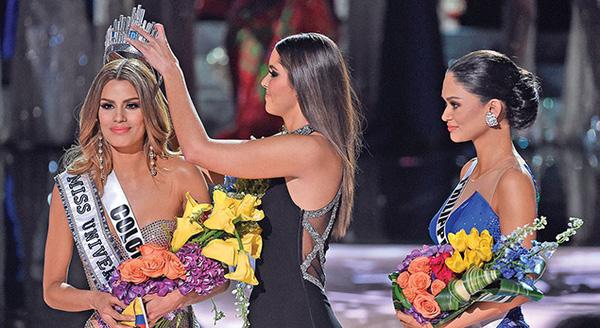 miss-colombia-tu-choi-noi-chuyen-voi-mc-miss-universe-2