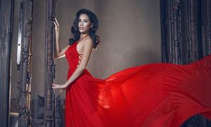 Nguyễn Thị Loan quyến rũ với váy dạ hội