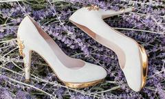 Giày cưới cầu kỳ sang trọng cho cô dâu