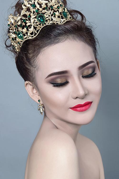 Bộ ảnh được thực hiện bởi ekip gồm photo và clip: Fynz, trang điểm và làm tóc: Mỹ Tiên, người mẫu: MyMy.