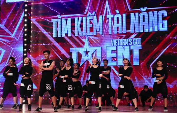 viet-huong-phan-khich-tren-ghe-nong-got-talent-10