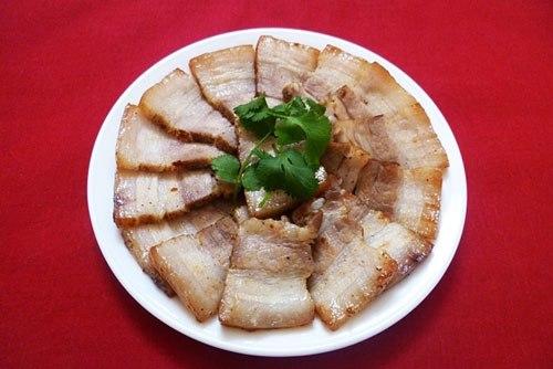 Mặc dù có phần gia vị ướp và cách làm rất đơn giản nhưng món ăn này vẫn đậm đà ngon miệng và rất đưa cơm.