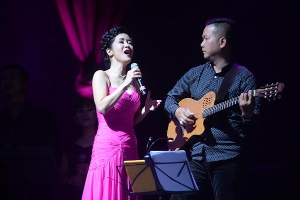 hong-nhung-sot-cao-van-thang-hoa-ben-3-diva-2