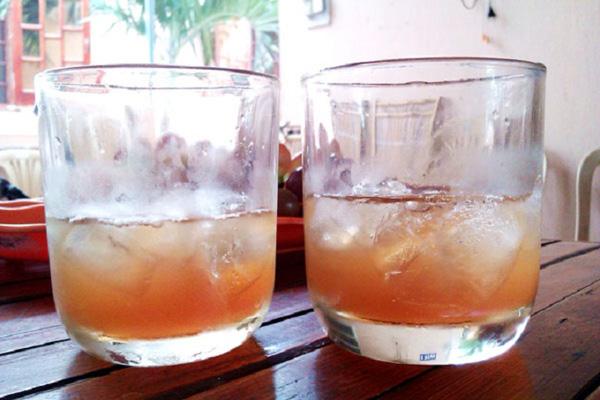 Siro nho có thể uống cùng với đá lạnh như một thức uống giải khát.