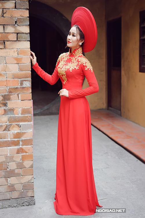 Bộ ảnh được thực hiện bởi photo: Ryo Võ, trang điểm: Trọng Nguyễn, làm tóc: Đỗ Duy, người mẫu: Vy Vy Nguyễn, trang phục: Áo dài Trọng Nguyễn.