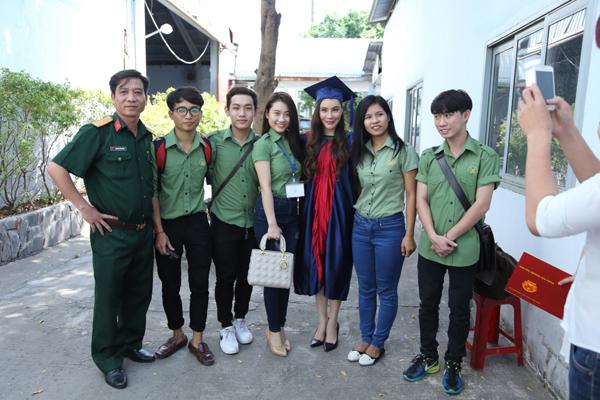ho-quynh-huong-thi-tot-nghiep-dat-diem-10-tuyet-doi-6