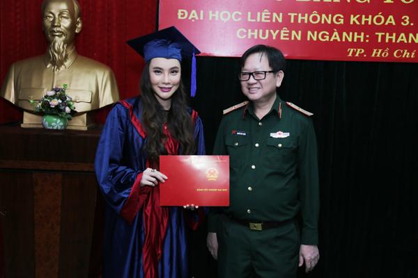 ho-quynh-huong-thi-tot-nghiep-dat-diem-10-tuyet-doi-3