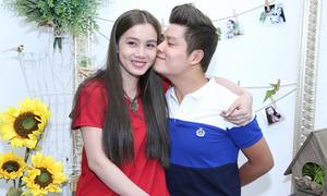 Vợ chồng Nguyễn Văn Chung tình tứ như thuở mới yêu