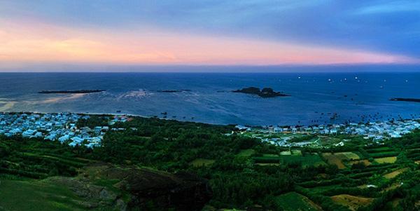 Một góc đảo Phú Qúy. Ảnh: skytour.