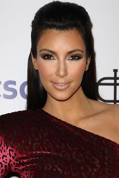 kim-kardashian-10-nam-chi-dung-mot-mau-son-3