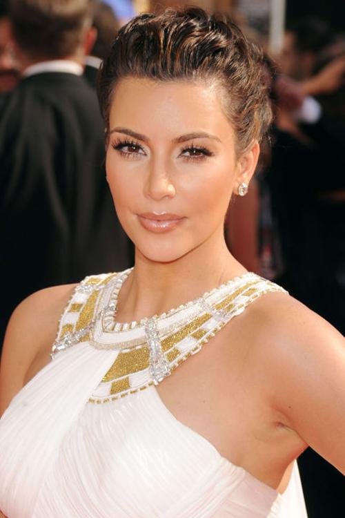kim-kardashian-10-nam-chi-dung-mot-mau-son-4